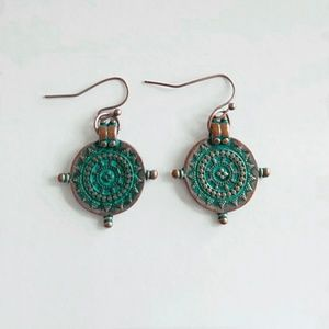 Jewelry - Round copper earrings with teal accents
